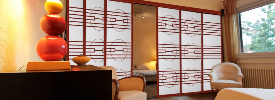 panneau bois coulissant cheap hotel u spa la belle juliette des panneaux japonais coulissants. Black Bedroom Furniture Sets. Home Design Ideas