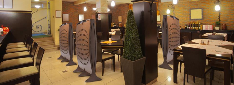 Les cloisonnettes Globe s'adaptent à tous types d'environnement. Ici pour isoler les différents espaces repas d'un restaurant